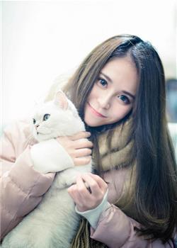 气质mm与宠物猫拍写真 有爱心的姑娘最漂亮