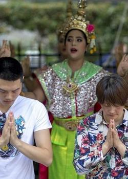 泰国四面佛寺举行爆炸案遇难者追悼仪式