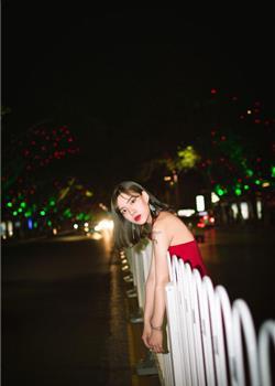 短发女神摄影写真 红唇娇艳霸气十足