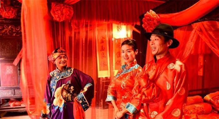 江西婺源篁岭古村上演传统婚嫁仪式