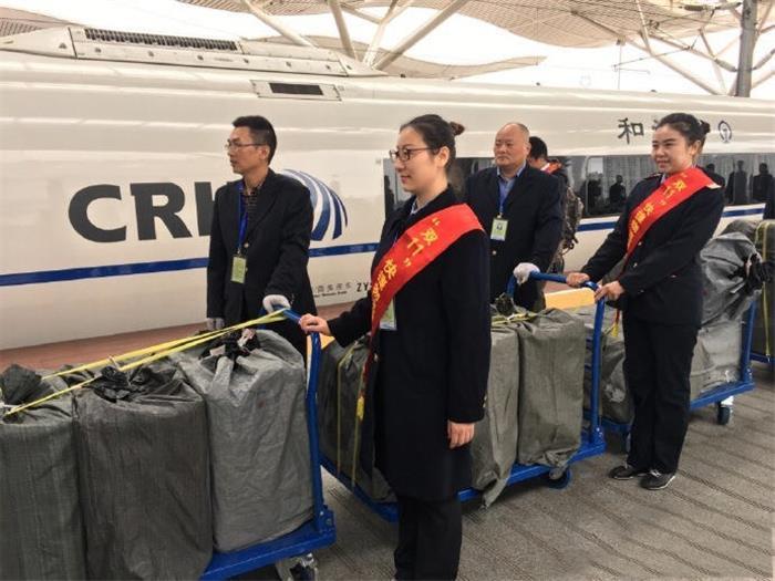 双11包裹坐上高铁 下午出发晚上就到达