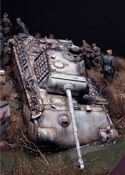 模型再现二战 德豹式坦克陷入泥沼
