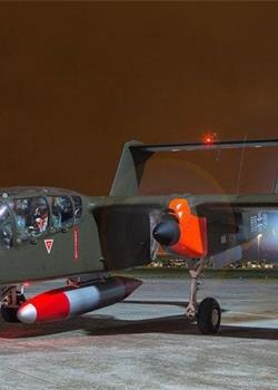 罕见德军战机现身英国 北美OV