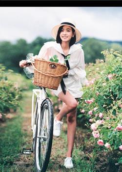 宋茜唯美高清图曝光 甜笑漫步花丛唯美浪漫