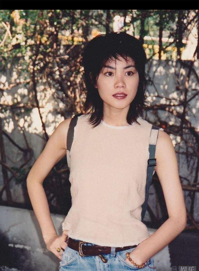 王菲25年前旧照曝光 透着一股不寻常的灵气
