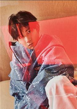 王源开年刊封面大片曝光 演绎少年的成长与蜕变